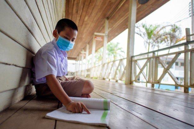 elementary-school-asian-male-students-wearing-medical-mask-prevent-coronavirus_140555-616